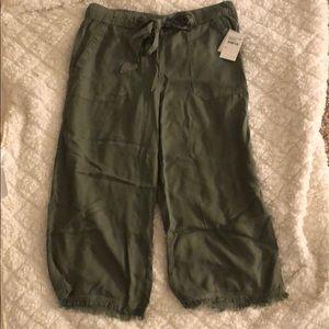 Wide leg cropped green pant